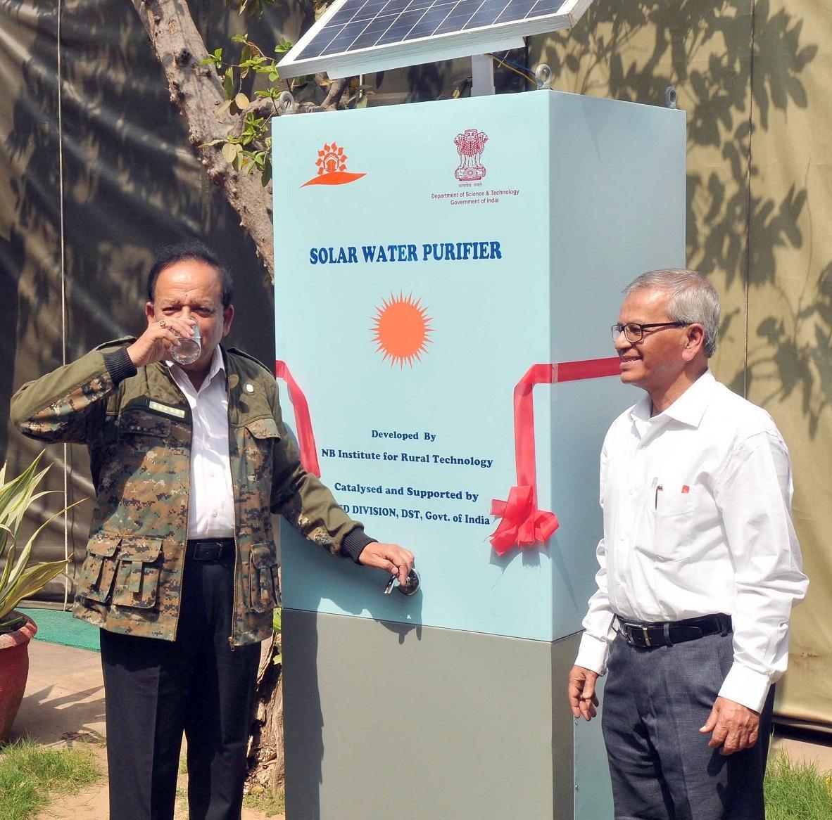 Рис. 7. «Водяний пост» - громадський локальний PV-очищувач води для пиття, Індія.
